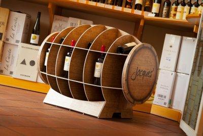 Weinfass als warentragendes Display für Jacques Wein-Depot, bedruckt, konturgeschnitten, als Bausatz mit hoher Traglast.