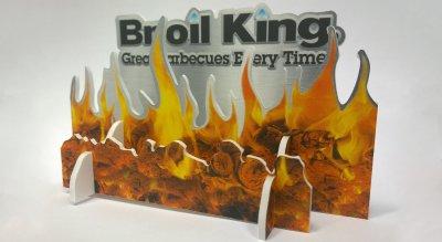 Broilking 3D-Steckfeuer für den Kassentisch aus bedrucktem Leichtschaum, konturgeschnitten, Stecksystem.