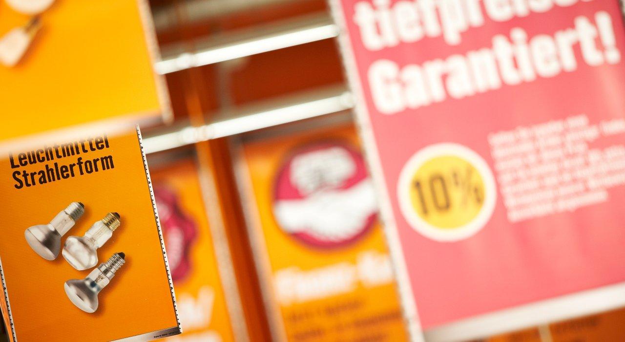 Hornbach Gangfahnen zur Bereichsbeschilderung und Kundennavigation.