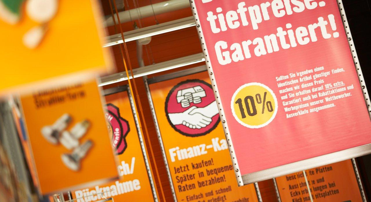 Hornbach Gangfahnen und Warentrenner zur Bereichsbeschilderung.