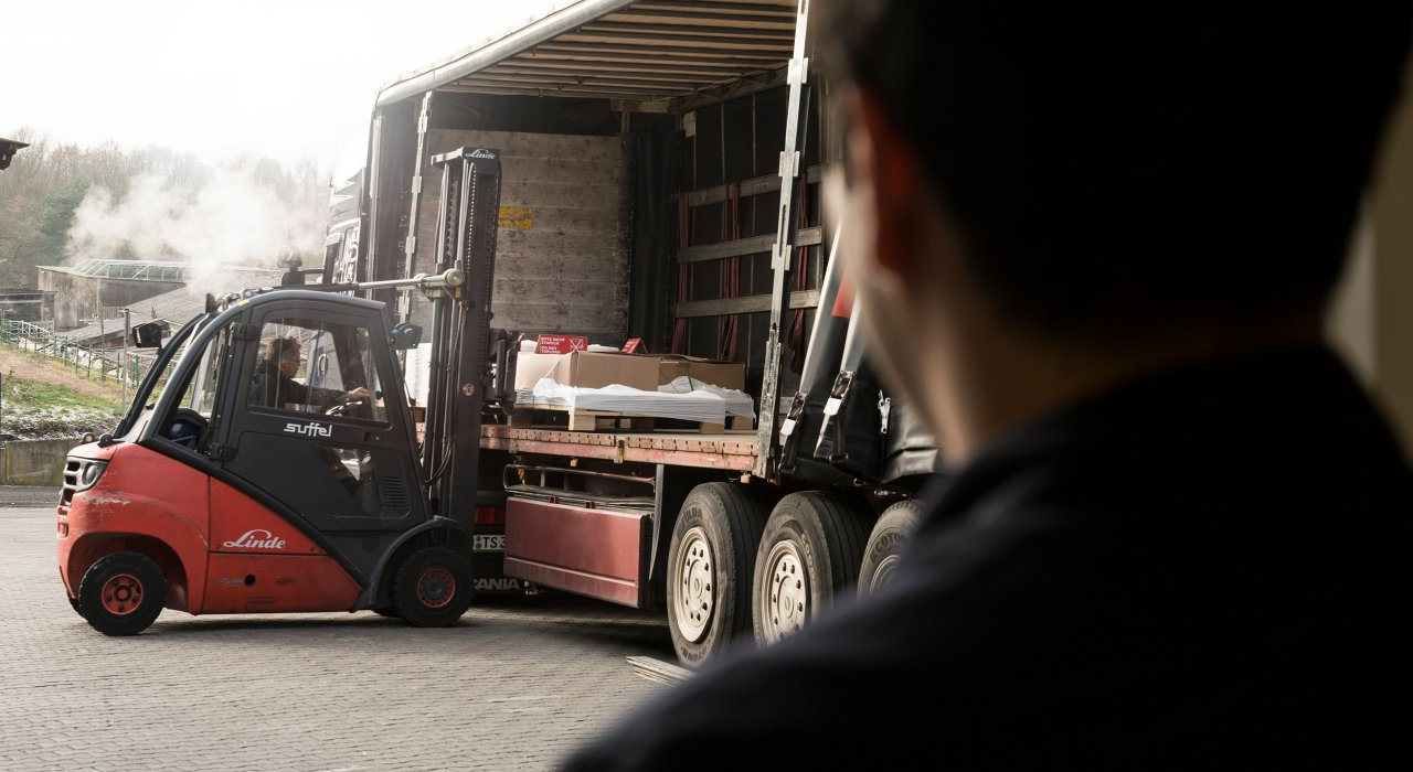 IFFLAND Versand & Logistik - Verladung